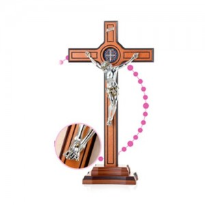Cross with wooden base with San Benedetto medal