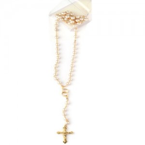 Rosary chained in white glass with cruise with wedding rings