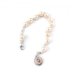 White pearl bracelet with metal medal